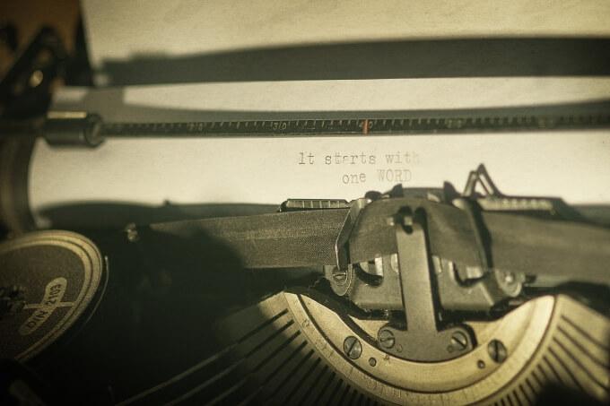 Schreibmaschine - geschrieben wurde bisher es startet mit einem wort