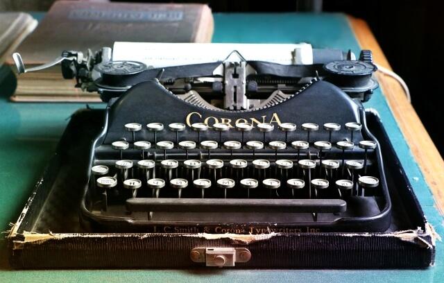 Bild zeigt alte Schreibmaschine